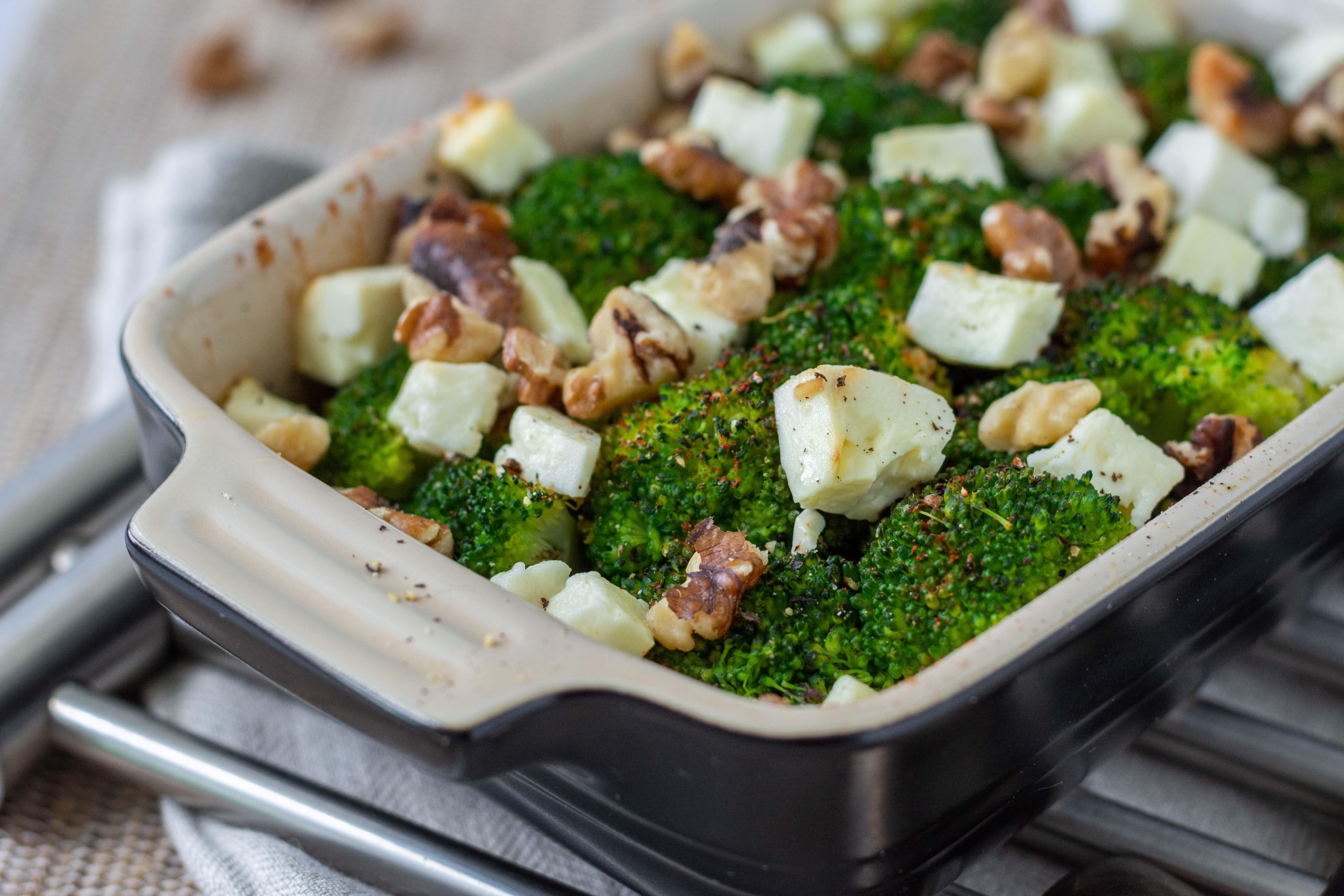 Brokkoli mit Feta und Walnüssen