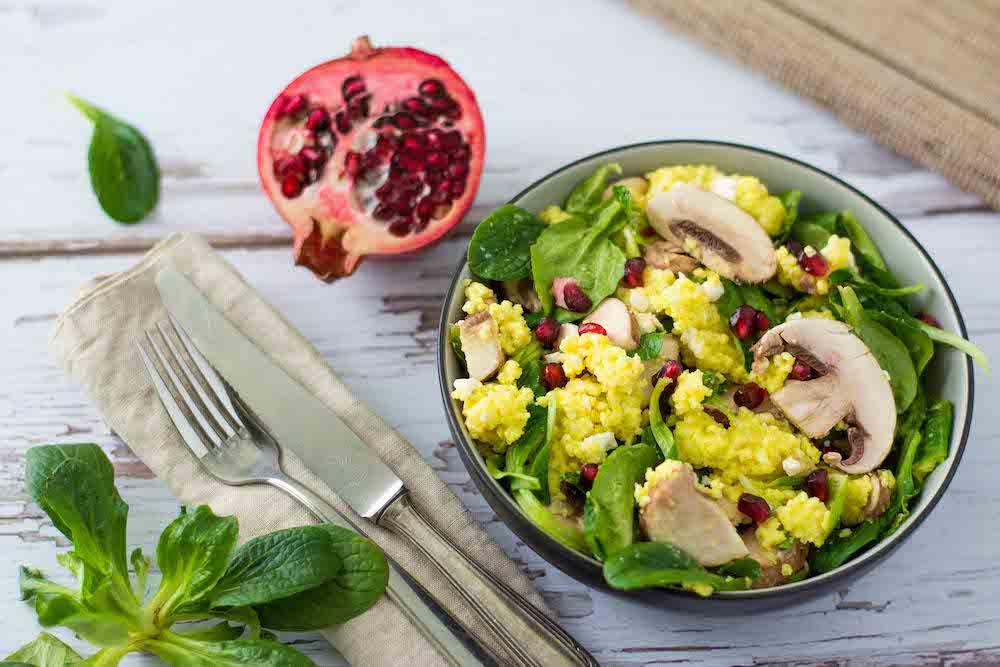 Hirse-Salat Champignons Granatapfel Feldsalat gesund