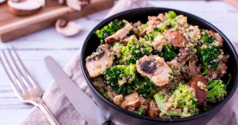Quinoa Pfanne mit Brokkoli und Champignons