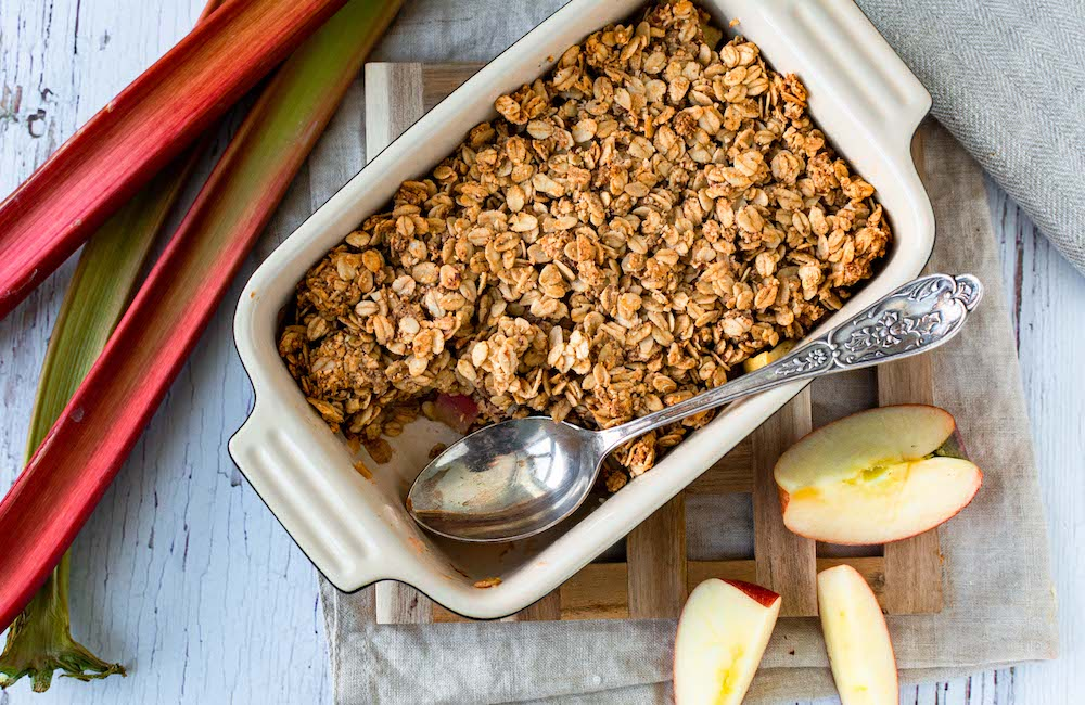 Rhabarber-Apfel-Crumble gesund vegan
