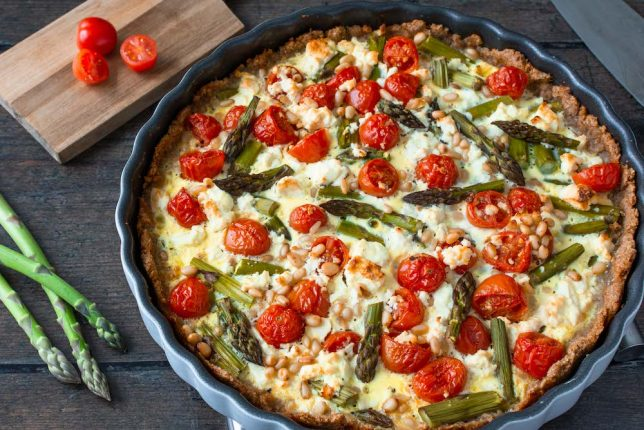 Vollkorn-Quiche grüner Spargel Tomaten gesund