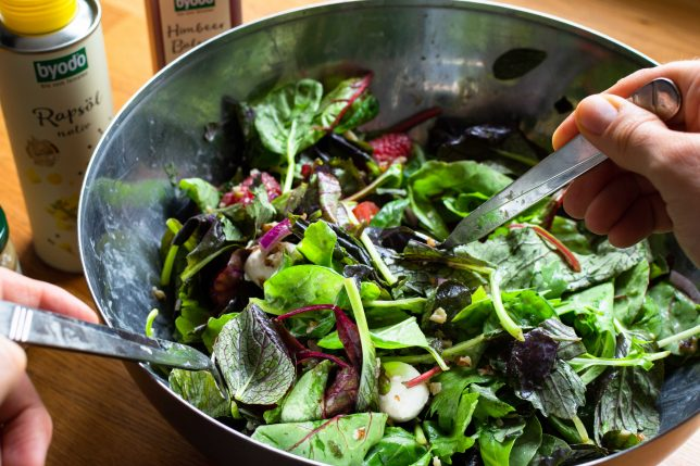 Sommerlicher Salat mit Himbeeren und Byodo